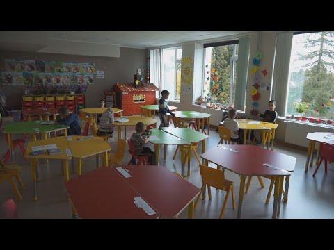 Covid-19 skāris pusi no Kuldīgas novada skolām