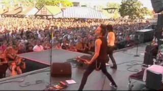 Joan Jett - ( LIVE ) Change the World