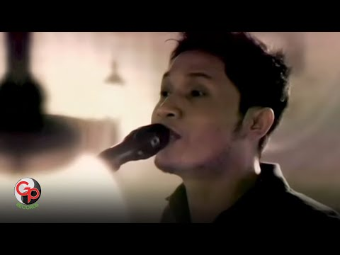 Andra And The Backbone - Jalanmu Bukan Jalanku [Official Music Video]