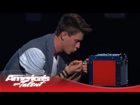 Collins Key - Magician Predicts Twitter Answers From Judges - America's Got Talent 2013 (видео)