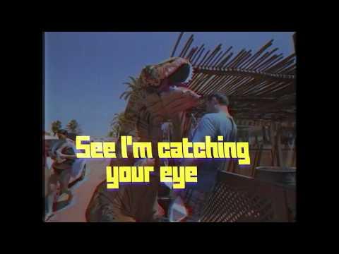 Juicy M feat. Sophie Hintze – Spotlight [Lyric Video]