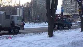 Зима в городе. Снежное Запорожье. Снегоочистительная техника. Ворона во время снегопада.
