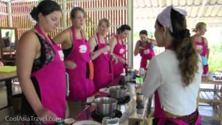 preview picture of video 'Cooking Class Chiang Mai at cooking school'