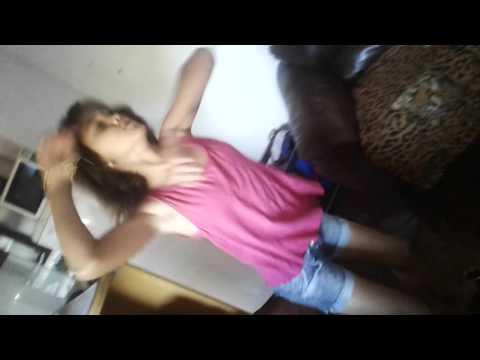 Menina de 12 anos dançando a metralhadora