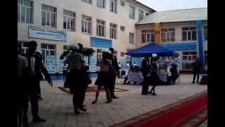 preview picture of video 'Прощальный танец 11-х классов, школы Жамбыла, город Жаркент 2013 год'