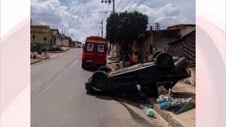 Motorista perde o controle e capota na avenida Fátima Porto.