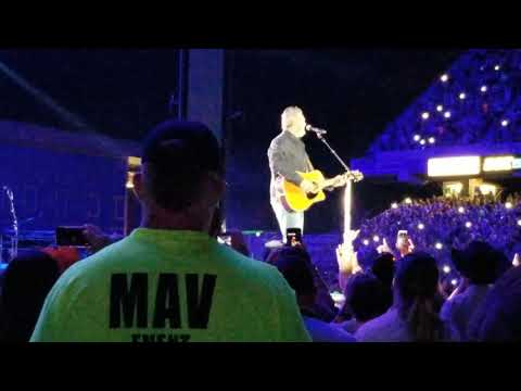 Blake Shelton performs God's Country in Boise, Idaho