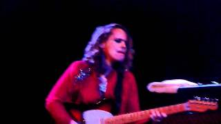"ANNA CALVI ""First we kiss"" live in Brooklyn, NYC (12/13/2011)"