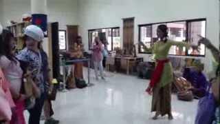 Gamelan Sunda-Sanggar Yudha Asri di Jakarta International Multicultural School(JIMS) 25/10/2013