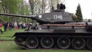 preview picture of video 'Czołg T-34/85, 01.05.2013, Świętochłowice - Skałka (Video Test Iphone 5) (2)'