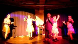 Bata Illic  + Hulla-Girls -Ich hab noch Sand i.d.Schuhen ...