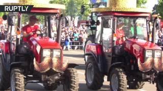 Трёхтонные танцоры: белорусские тракторы исполнили балет