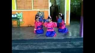 preview picture of video 'tarian mbok jamu TK Pertiwi Luwuk'