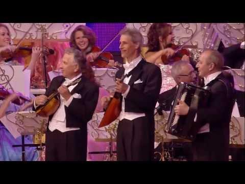 """André Rieu Divierte a Su Público con """"Zorba El Griego"""""""