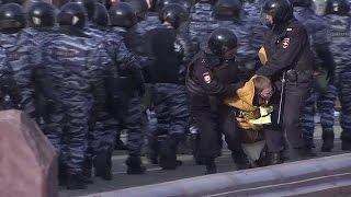 Уточки и кроссовки: антикоррупционные митинги в России