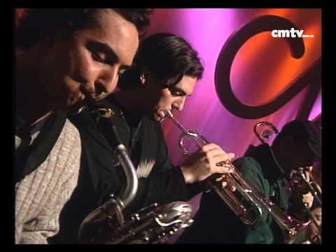 Los Caballeros de la Quema video Macho chaparrón - CM Vivo 2000