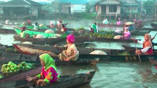 preview picture of video 'Floating market near Banjarmasin'