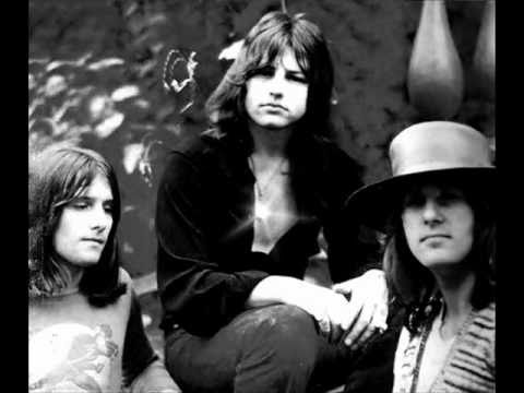Emerson, Lake & Palmer: Closer To Believing