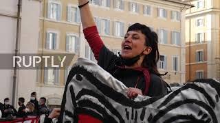 Włochy: Pracownicy sektora rozrywki wzywają rząd do pomocy sektorowi podczas protestu w Rzymie.