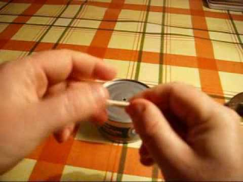 Make An Emergency Oil Lamp From A Can Of Tuna