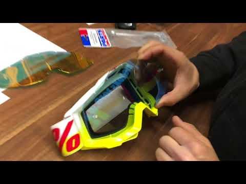 Wie tausche ich ein Glas bei einer 100% Motocross Brille aus?