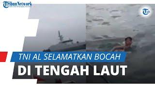Detik-detik TNI AL Selamatkan Bocah yang Terapung di Tengah Laut, Ternyata Jatuh dari Kapal