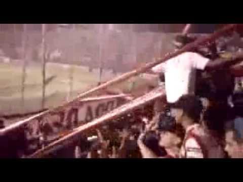 """""""Hinchada Tatengue - El rojo y blanco me vuela la mente ♪"""" Barra: La Barra de la Bomba • Club: Unión de Santa Fe"""