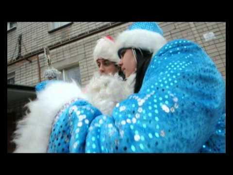 Журналисты «МОЁ!» облачили воронежцев в костюм Деда Мороза