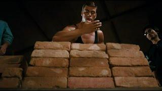 Удар смерти из фильма Кровавый спорт. Ван Дамм разбивает кирпич в пыль.