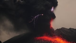 Vulkanische Blitze am Sakurajima