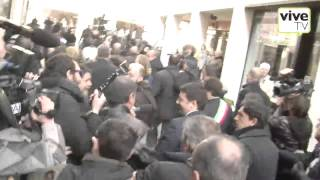 preview picture of video 'Matteo Renzi contestato durante la passeggiata a Treviso'