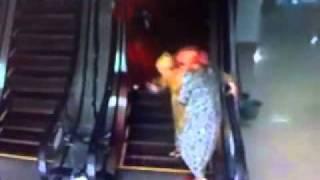 узбеки на эскалаторе .mp4