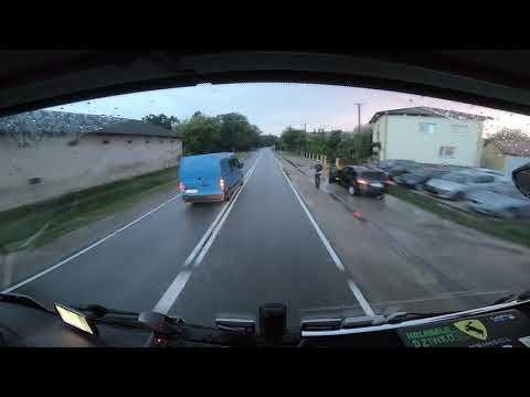 Bus wyprzedza na podwójnej ciągłej i wpada prosto w ręce policji.