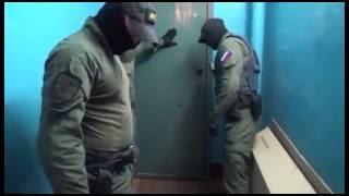 Жёсткий захват собр,фсб.Штурм квартиры-диванные войска несут потери\police brutality
