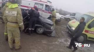 Спасение жертв ДТП в Ярославле