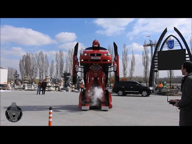 Une BMW qui se transforme en robot