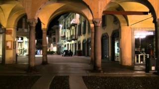 preview picture of video 'Evening in Vigevano'