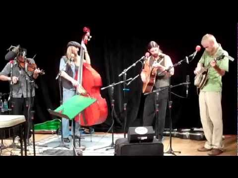 The Flint Ridge Millers perform Cumberland Gap on Red Barn Radio.avi