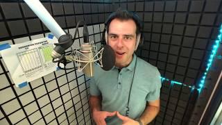 Kijk hoe deze Mannelijke, Vlaamse Voice-Over het inspreken van reclamespots oefent | bmw X1 commerci