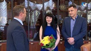 В мэрии поздравили семью новгородцев Оренчук с рождением тройни