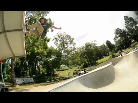 MASSIVE 10ft Fs Air to Roof Bash Out Of Huge Bowl!!?! - WTF! - Kevin Kowalski