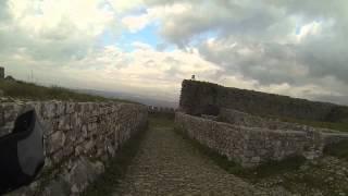 Llegar en bicicleta al castillo histórico de Shkodra