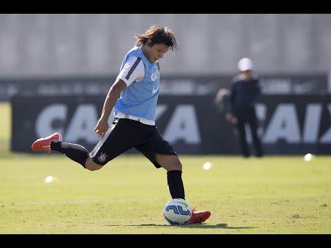 Após eliminação, Timão treina. Romero mostra habilidade e arrisca um voleio