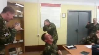 прикол с электрошокером в армии