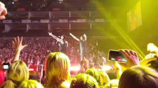 All Time Low - Bail me Out, Ft Joel Madden LIVE (Front) with Joel Madden 02Arena London