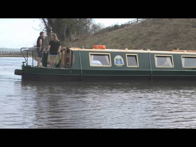 Canal holiday tips: How to turn a narrowboat #2