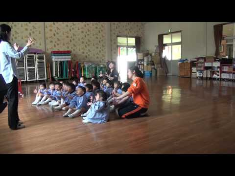 芽生え幼稚園 リトミック教室 ばら組 手遊び「1ぴきの野ねずみ」
