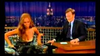 Тайра Бэнкс, Тайра пытается танцевать как в клипе Бейонсе и Шакиры Beautiful Liar