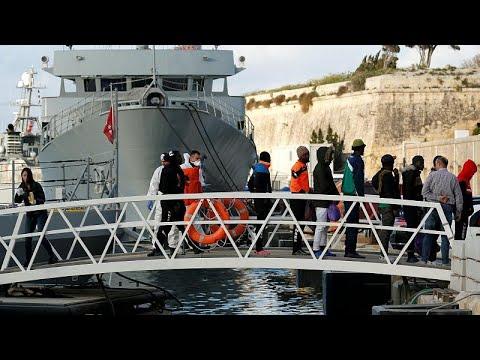 Αποβιβάστηκαν οι μετανάστες του πλοίου «Αλαν Κουρντι»