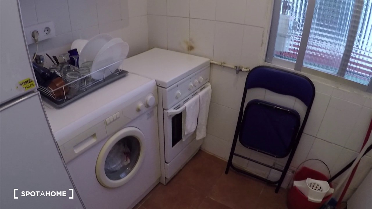 Single Bed in Rooms for rent in cozy 2-bedroom apartment in Delicias